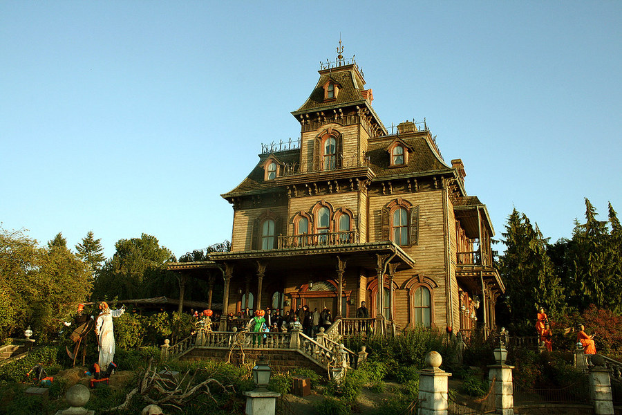 Phantom Manor в парижском Диснейленде